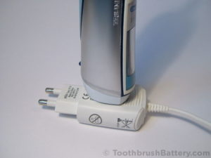 braun-oral-b-triumph-type-3738-toothbrush-open-base-2