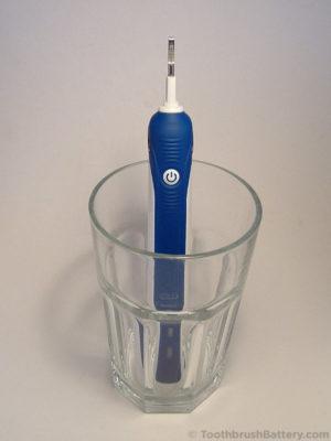 braun-oral-b-type-3766-3767-toothbrush-in-water-2
